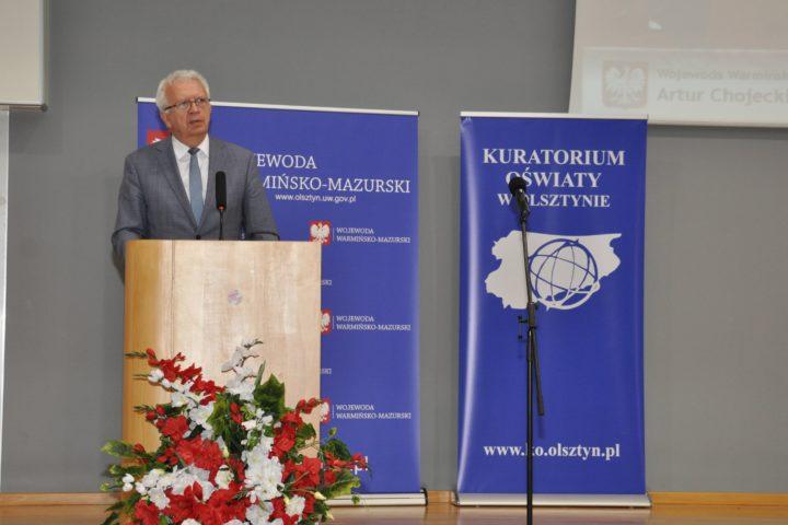 Warmińsko-Mazurski Kurator Oświaty Krzysztof Marek Nowacki przemawia